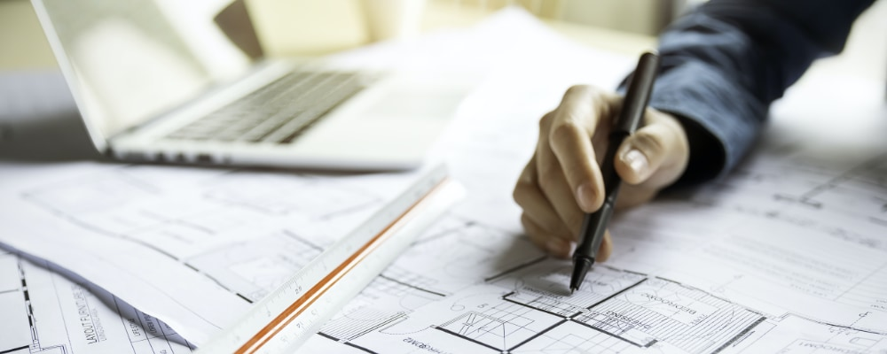 Architect estimating cost of project