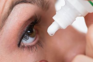woman-putting-eye-drops-in-eye