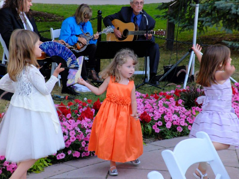 kids-dancing-at-wedding